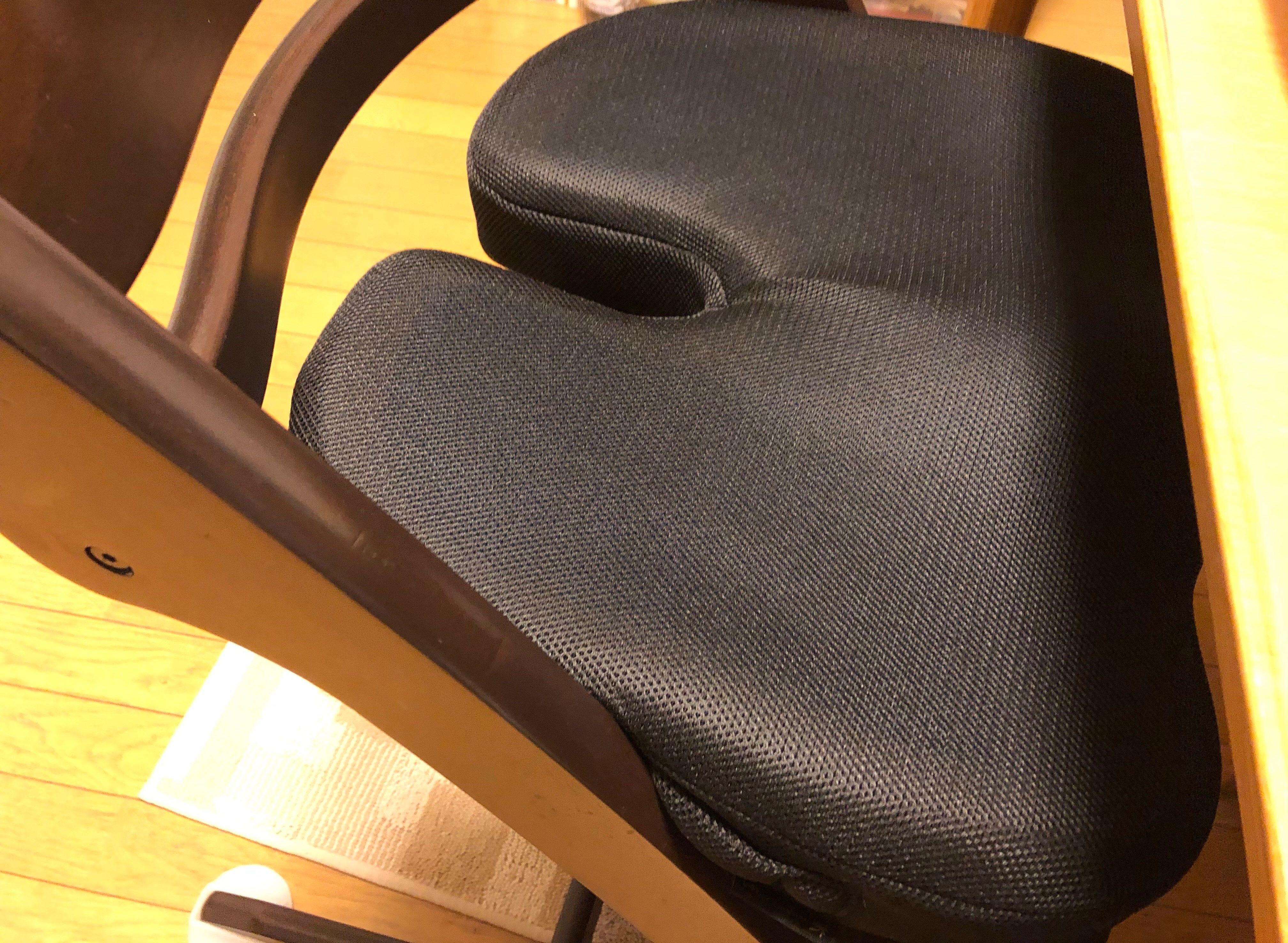 椅子にのせた